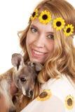 Kangourou de bébé de fin de bandeau de tournesols de femme Photos libres de droits