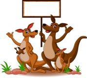 Kangourou de famille avec le panneau blanc Photos stock
