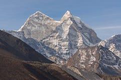 Kangtega从Dingboche村庄的山峰,珠穆琅玛地区 库存照片