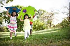 Kania dzieciaka dziecka czasu wolnego Outdoors Przypadkowy Rozochocony pojęcie Fotografia Royalty Free