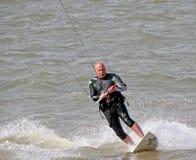 Kania surfingowiec przy morzem Zdjęcie Royalty Free