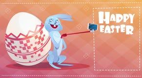 Kanin som tar ferie Bunny Decorated Eggs Greeting Card för Selfie fotopåsk vektor illustrationer
