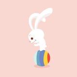 Kaninchen, das Ball spielt Stockbild
