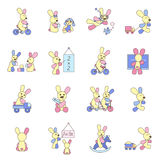 Kaninchen, die mit Spielwaren spielen Lizenzfreie Stockfotografie