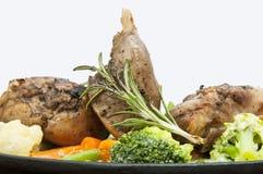 Kaninchenfleisch und -kartoffeln Stockbilder