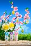 Kaniner easter med persikablomningen Royaltyfri Foto