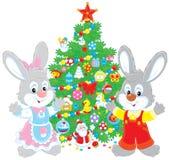 Kaniner och julgran Royaltyfria Bilder
