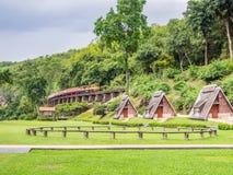 KANJANABURI, THAILAND-AUG 26: Piękny krajobraz Suansaiyok kurort Obrazy Royalty Free
