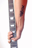 Kanji tatto - Kanji słowo dla muzyki na nadgarstku Zdjęcie Stock