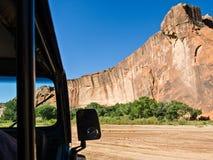 Kanjon de Chelly Jeep turnerar Royaltyfri Bild