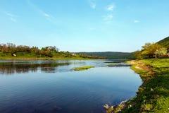 Kanjon för vårDnister flod arkivfoto