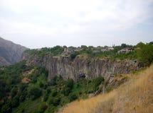 Kanjon i Armenien nära templet Garni Arkivfoto