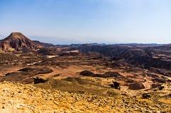 Kanjon och öken mot en blå himmel Arkivbilder