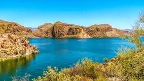 Kanjon sjö och ökenlandskapet av den Tonto nationalskogen Arkivbilder