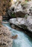 Kanjonen av floden Belaya är i västra Kaukasus arkivbilder