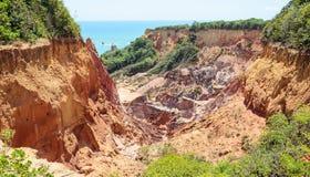 Kanjonen av klippor med många stenar sedimented vid tid Arkivfoto