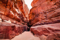 kanjonklippan eroderade wadien för khazaliromsikten Arkivbilder