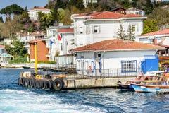 Kanlica和coastine庄园码头位于在Bosphorus 库存图片