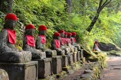 Kanmangafuchi облицовывает статуи в области Nikko, Японию Будды Стоковое Изображение