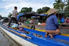 Bootsverkäufer an Dose Tho sich hin- und herbewegendem Markt, der Mekong-Dreieck, Vietnam Lizenzfreie Stockfotos