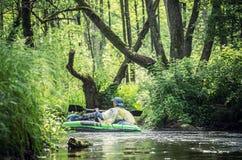 Kano op een Rivier stock afbeeldingen