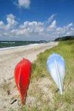 Kano's op het strand stock foto's