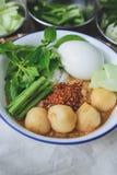 Kanom Jeen, Tajlandzcy ryżowi wermiszel słuzyć z currym, Tajlandzki jedzenie, Tajlandzka kuchnia, Obraz Royalty Free