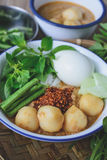 Kanom Jeen, Tajlandzcy ryżowi wermiszel słuzyć z currym, Tajlandzki jedzenie, Tajlandzka kuchnia, Fotografia Stock