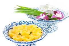 Kanomleren riem Yib een traditioneel Thais dessert Stock Foto's