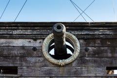 Kanon av den Neptune spansk gallion Arkivbild
