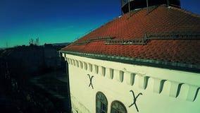 Kanon bij Toren Lotrscak in Zagreb - antenne stock videobeelden