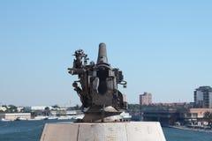 Kanon dat de haven van Brindisi onder ogen ziet Stock Afbeeldingen