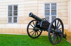 Kanon dichtbij de muur Royalty-vrije Stock Afbeelding