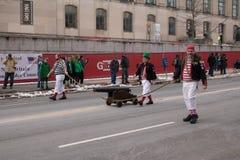 Kanon die in de St Patrick ` s Dagparade worden getrokken stock foto