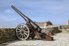Kanon die Toren in Morella Kasteel, Spanje schieten Stock Foto