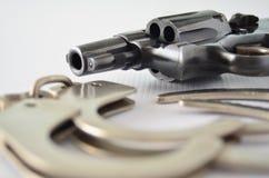 Kanon en handcuffs Stock Fotografie