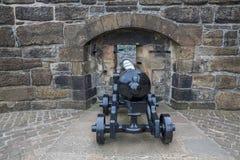 Kanon en muur van het kasteel van Edinburgh Stock Foto