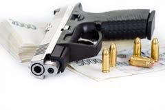 Kanon met kogel en Tsjechische bankbiljetten royalty-vrije stock afbeelding
