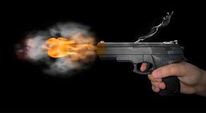 Kanon met rook wordt geschoten die stock foto