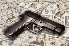 Kanon op contant geld stock foto's