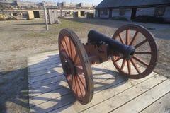 Kanon på fortStanwix den nationella monumentet, Rome NY Royaltyfri Fotografi