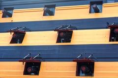 Kanon som är klar för bredsida Royaltyfria Foton
