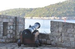 Kanone über Hafen in der alten Stadt Dubrovnik Stockbild