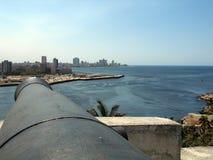 Kanone, die auf Havana-Stadt zeigt Lizenzfreie Stockfotos