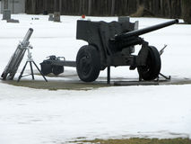 Kanone in einem alten Kirchhof Stockfoto