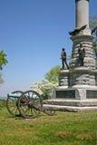 Kanone u. Monument Stockfotos