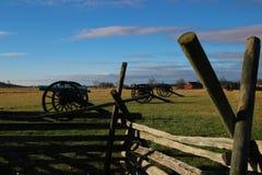 Kanonen auf dem Bauernhof stockfotos
