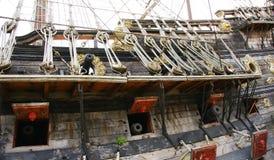 Kanonen auf einem Piratenschiff im Hafen von Genua Stockfoto