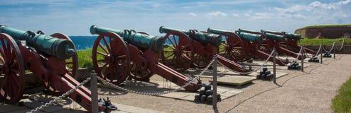 Kanonen aufgrund Kronborg-Schlosses stockbild