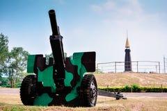 Kanonen-Größe 105 Millimeter Stockbild